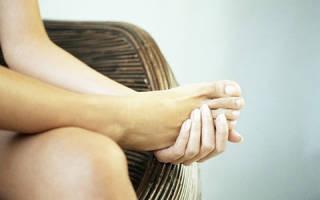 Почему болят стопы ног