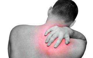 Боль в районе правой лопатки со спины